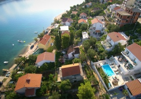 4 Bedrooms, House, Beachfront vacation rental, Planikovica V, 4 Bathrooms, Listing ID 1012, Okrug Gornji, Dalmatia, Croatia, 21223,